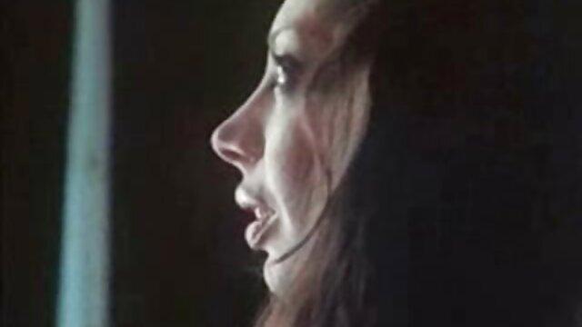 La sexy milf Sally xvideos japonesa culona Steel comparte su suculento coño con nosotros