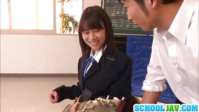 ¡El tipo STP4 tiene suerte cuando su padre no está ver videos porno japoneses en casa!